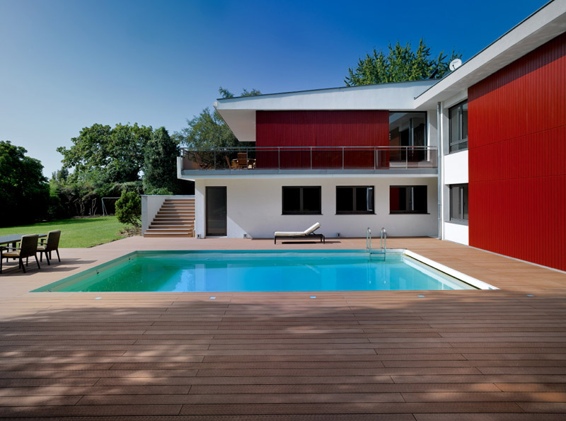 Quelle piscine à coque pour un coin baignade design ?