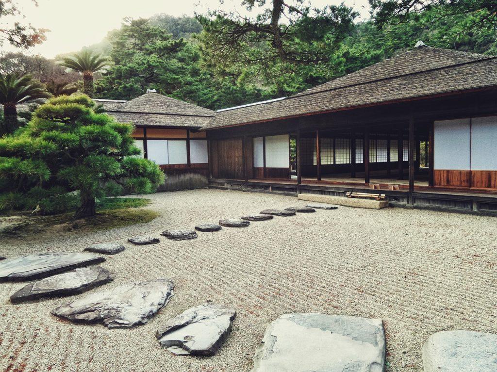 maison et jardin traditionnels japonais
